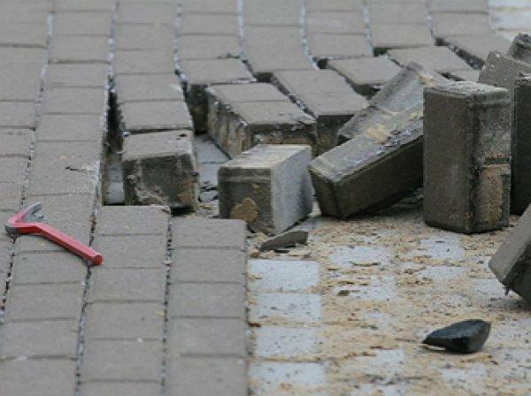 """""""Треснувший бюджет"""" Москвы направят на 5-миллиардные тендеры по замене плитки на улицах"""