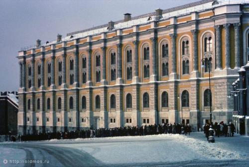 История московской очереди в фотографиях