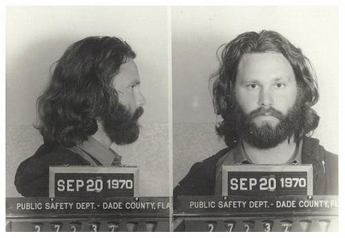 Арестованные знаменитости: фото из полицейского участка