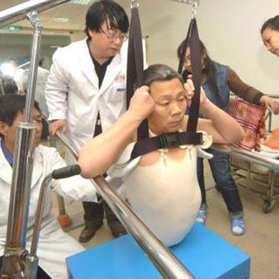 «Полчеловека» удивляет хирургов своей жизнеспособностью
