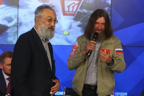 Федор Конюхов облачится в костюм космонавта и облетит Землю