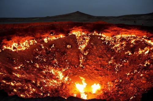 Хотя, погодите! Вот же Врата ада – в Туркменистане. Вспыхнувший из-за неловких действий исследователей в 1971 году пожар на газовой шахте до сих пор пылает… Вот незадача!