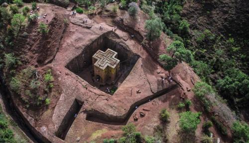 Самые необычные постройки из камня