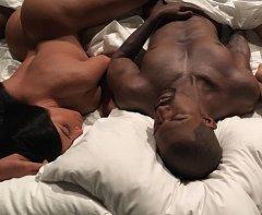 Кровать с голыми звездами от Канье Уэста стала музейным экспонатом