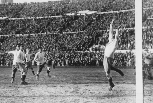 Герои и антигерои всех чемпионатов мира по футболу с 1930 по 2014 годы