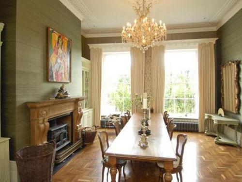 Клуни приобрел особняк XVII века в пригороде Лондона