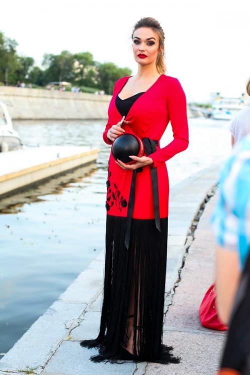 Белла Потемкина устроила праздник моды на берегу Москвы-реки