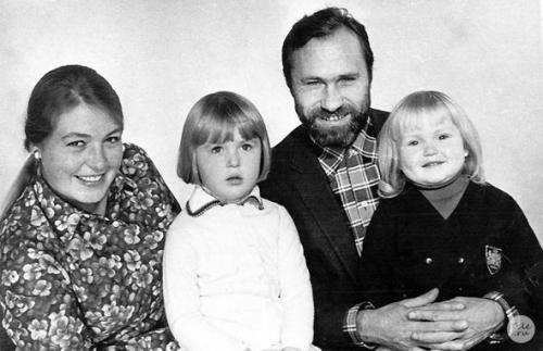 Знаменитости в кругу семьи: редкие фото