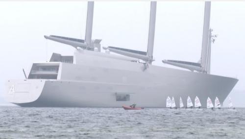 Новая супер-яхта российского олигарха, отделанная изнутри кожей акул и крокодилов