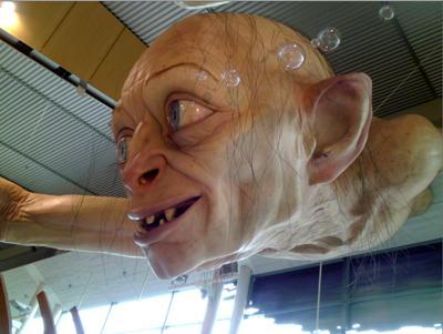 Гигантский Горлум поселился в новозеландском аэропорту