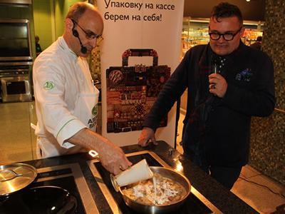 Александр Васильев представил книгу и потушил кролика