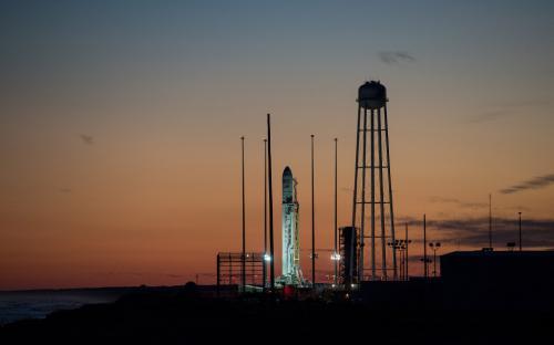 Красивые снимки со старта ракеты Antares