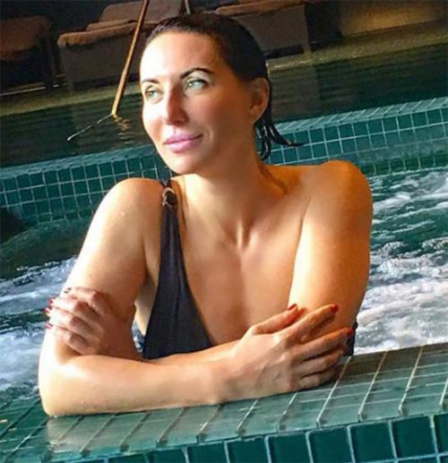 Звезды за 50, которые не стесняются выкладывать фото в купальниках