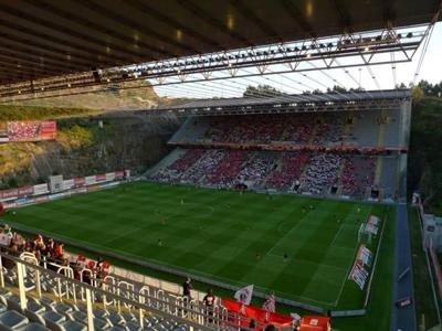 Стадионы мира с самым неуместным расположением