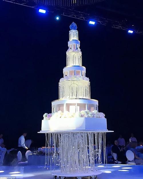 Самарский олигарх потратил миллионы на пышную свадьбу с моделью