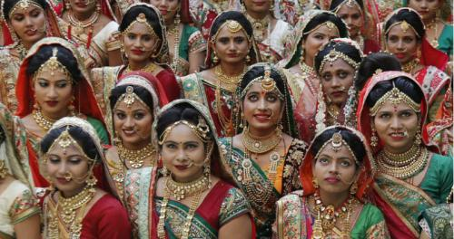 Индийский алмазный магнат устроил 250 свадеб одновременно