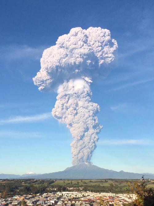 15 впечатляющих фотографий извержения вулкана Кальбуко в Чили
