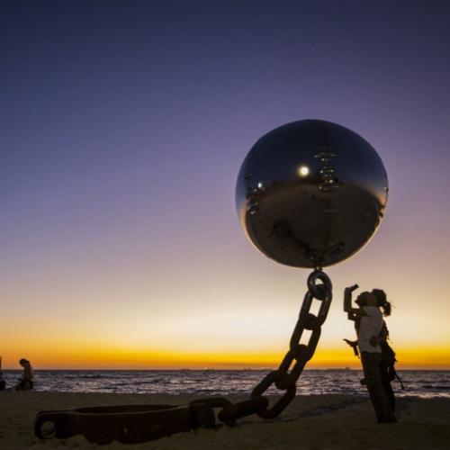 20 скульптур , которые бросают вызов гравитации