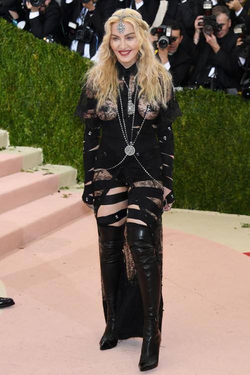 Леди Гага и Мадонна шокировали нарядами бал Института Костюма