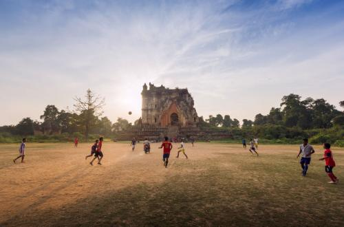Необычные футбольные поля из разных стран мира