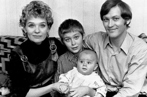 Трогательные семейные фото любимых с детства актеров