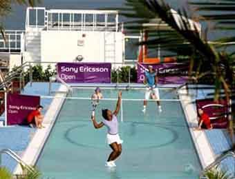 Рафаэль Надаль и Серена Уильямс провели тенистый матч в бассейне