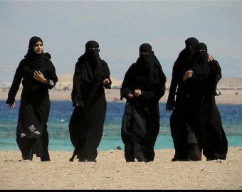 В Махачкале открылся первый шариатский пляж для женщин
