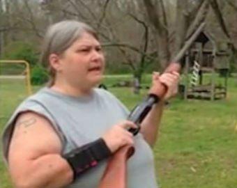 Мать семейства расстреляла телефоны детей из ружья
