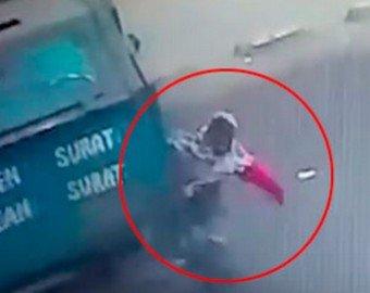 Женщина попала под машину во время молитвы и выжила
