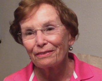 Женщине вернули потерянную  школе сумочку спустя 65 лет