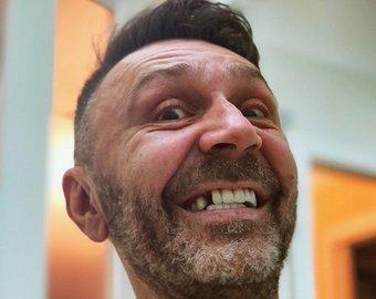 Шнуров высмеял развод избившего жену Башарова