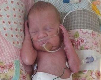 Женщина приехала в больницу с болью в животе, а через час родила ребенка