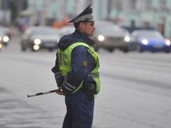 Cпасение полицейского от летящего на него грузовика попало на видео