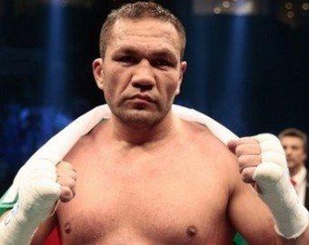 Боксёр поцеловал в губы журналистку после боя