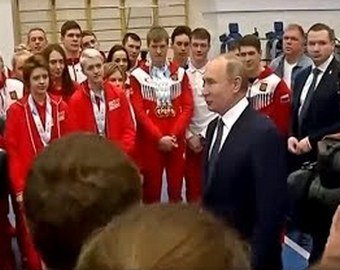 Путин пошутил над сопровождавшим его сотрудником службы охраны