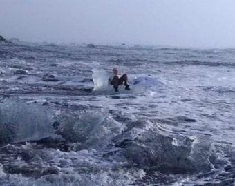 Пенсионерка села на льдину и уплыла в Исландию