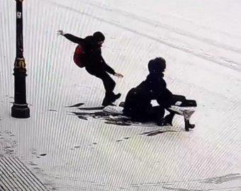 "В Петербурге на видео засняли ""тройное комбо"" на Манежной площади"