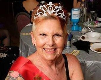 """71-летняя британка стала """"самой зрелой эротической танцовщицей"""""""