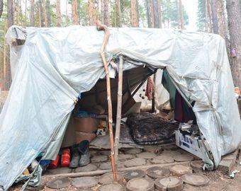 Мужчина бросил семью и бизнес, поселившись в лесу