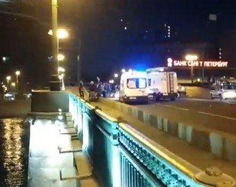 В Петербурге безумец на каршеринговом авто попытался разводящийся мост