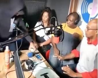 Ведущих и гостей радиостанции ограбили в прямом эфире