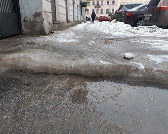 Чиновники в апреле «решили» проблему петербурженки, которая в январе жаловалась на лед