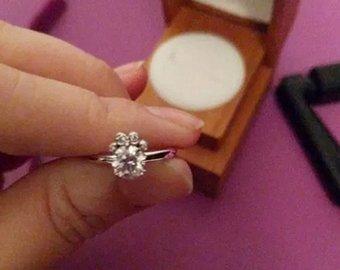 Невеста обиделась на жениха из-за формы помолвочного кольца
