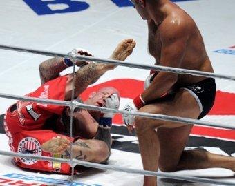 Боец MMA сделал два оборота вокруг своей оси и нокаутировал соперника