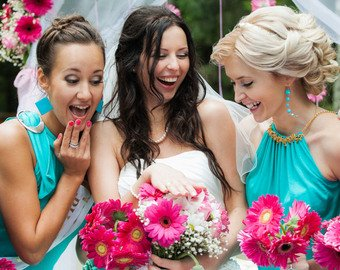 Невеста заставила гостью расплатиться за дешевый подарок