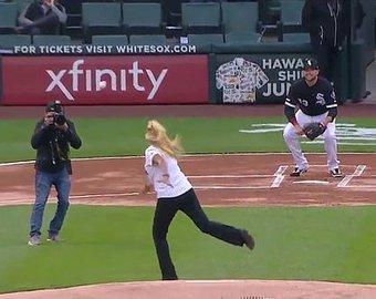 Худшая подача в истории бейсбола попала на видео