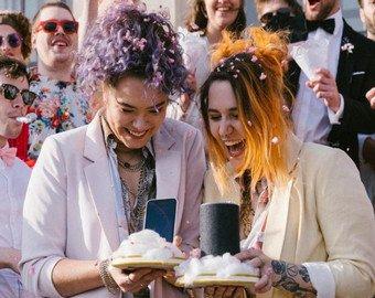 Голосовые ассистентки Siri и Alexa поженились в австрийском замке