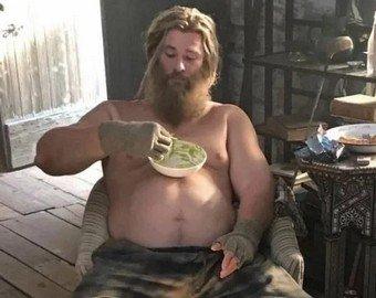Растолстевший Тор из «Мстителей» превратился в популярный мем
