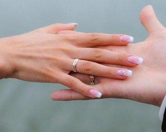 Мужчина выловил рыбу с кольцом в желудке и решился на женитьбу