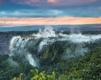 На Гавайях мужчина упал в кратер действующего вулкана и выжил